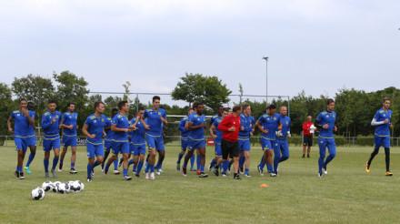 AMELAND - BUREN , 22-06-2016, Voetbalveld VV Geel Wit , eerste training SC Cambuur seizoen 2016 - 2017 ,   foto: Henk Jan Dijks