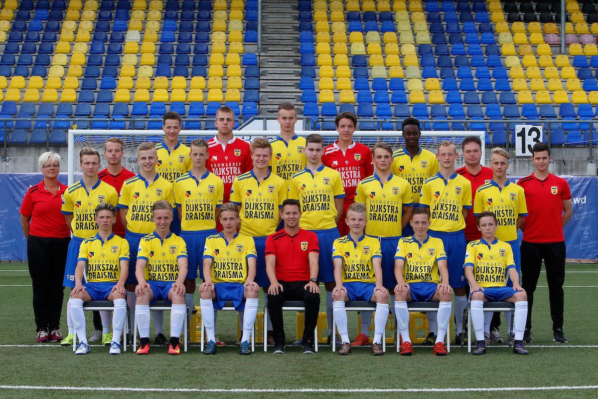 LEEUWAREN , 17-06-2016 , Cambuur Stadion , persdag jeugd SC Cambuur , seizoen 2016 - 2017 , teamfoto SC Cambuur onder 17 foto: Henk Jan Dijks